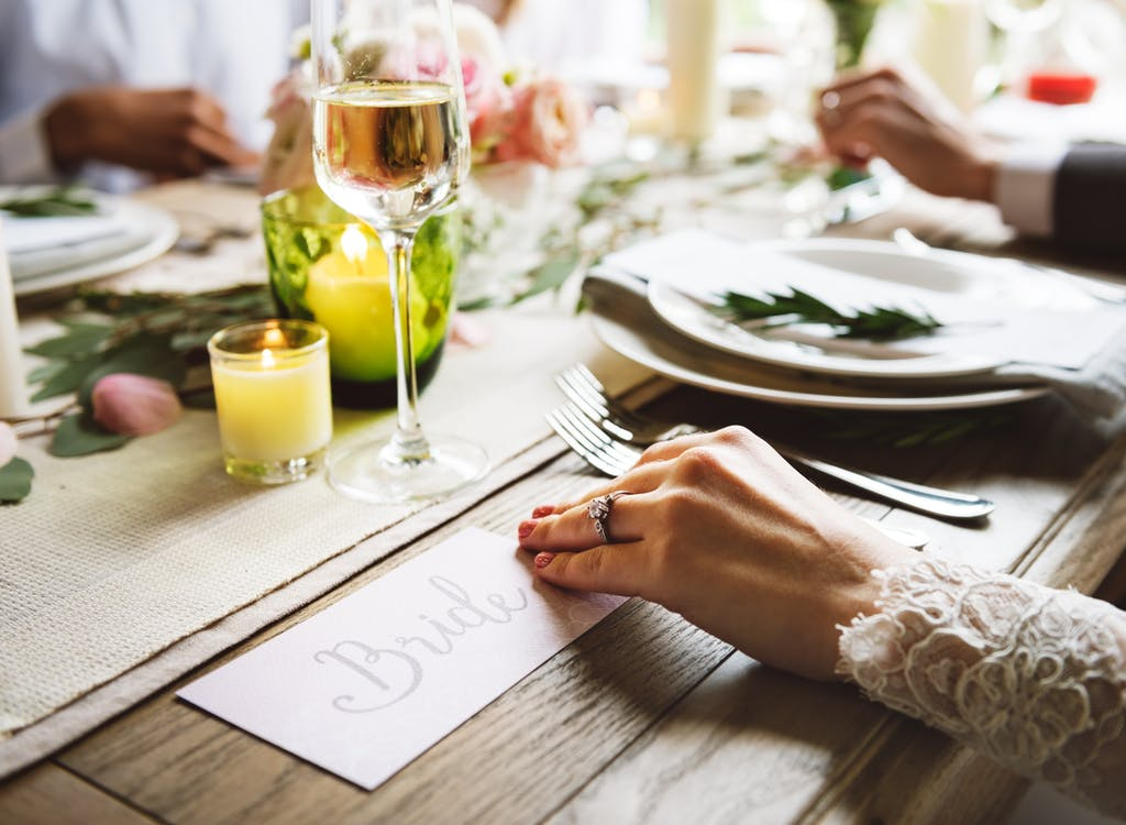 Elegant wedding dinner table decor