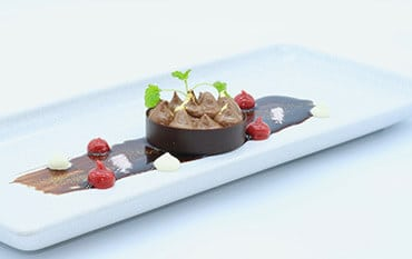 Chocolate mousse with raspberries and white chocolate